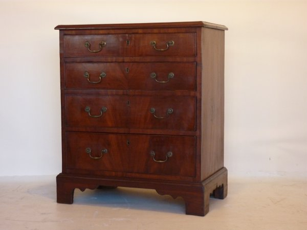 Georgian Bachelor's Chest