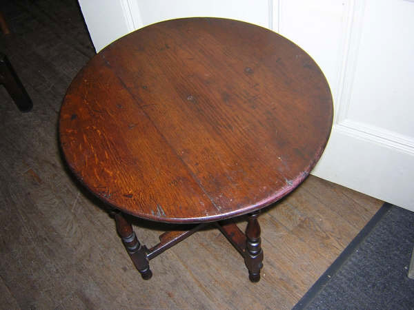 19th century continental round oak table :  oak table round table round